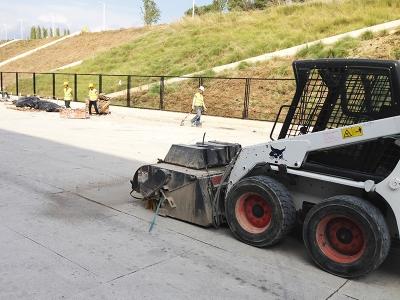 Trabajo de limpieza y mantenimiento de parcela, movimiento de tierras realizado por EXCAVACIONES JODAR para CLIENTE EMPRESA