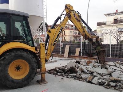 Trabajo de demolición de losa de hormigón realizado por EXCAVACIONES JODAR para CLIENTE PARTICULAR