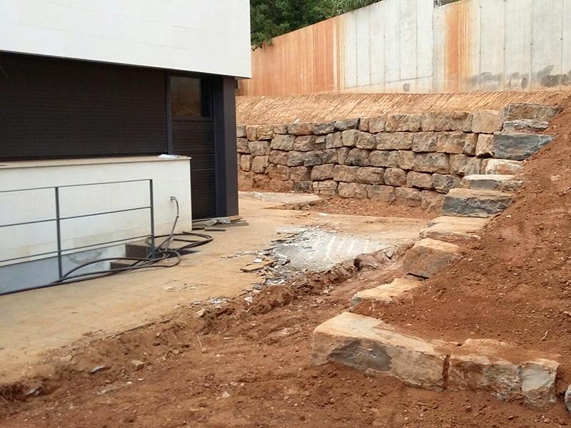 Muros rocalla excavaciones jodar barcelona - Muro de piedra natural ...